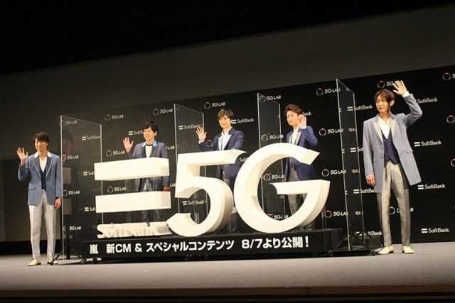 (左から)櫻井翔、二宮和也、松本潤、大野智、相葉雅紀