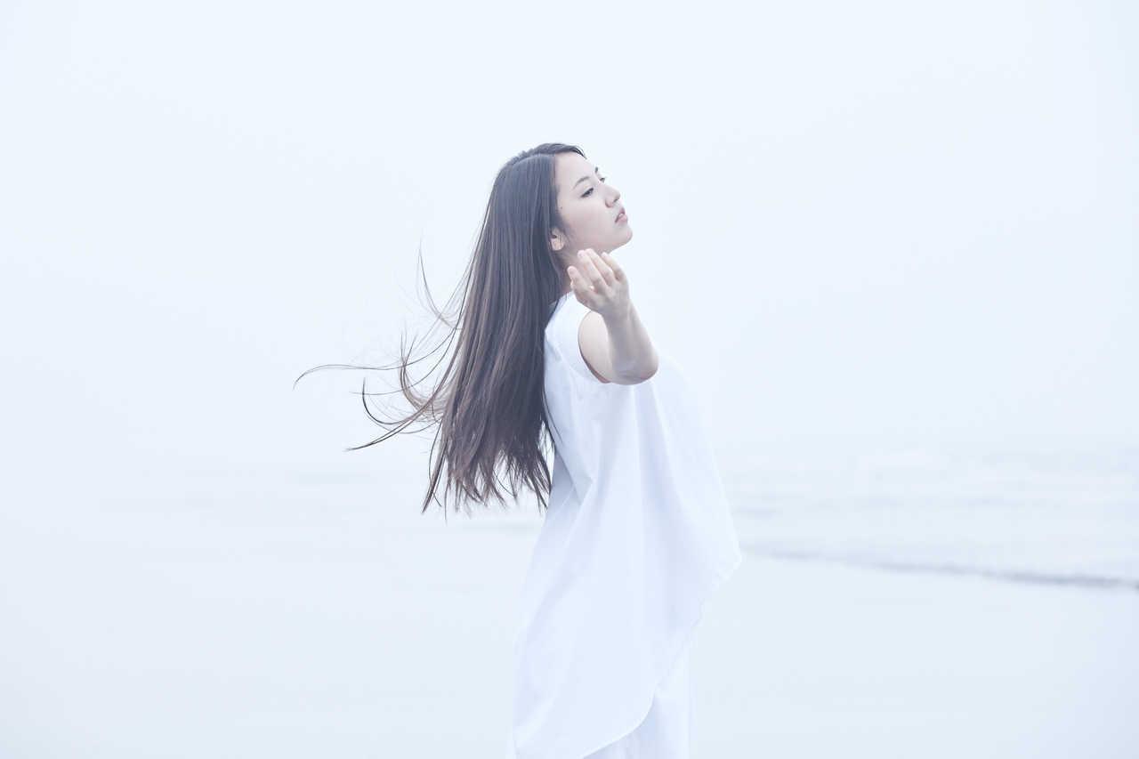 阿部真央、新曲「Be My Love」の飛沫感染対策が完璧なMVが公開!