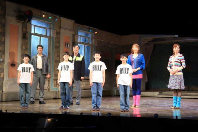 (左から)川口調、橋本さとし、利田太一、益岡徹、中村海琉、渡部出日寿、柚希礼音、安蘭けい