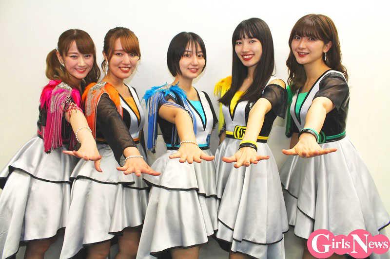 アップアップガールズ(仮)(左から)古川小夏(28)、関根梓(24)、新井愛瞳(22)、佐保明梨(25)、森咲樹(26)