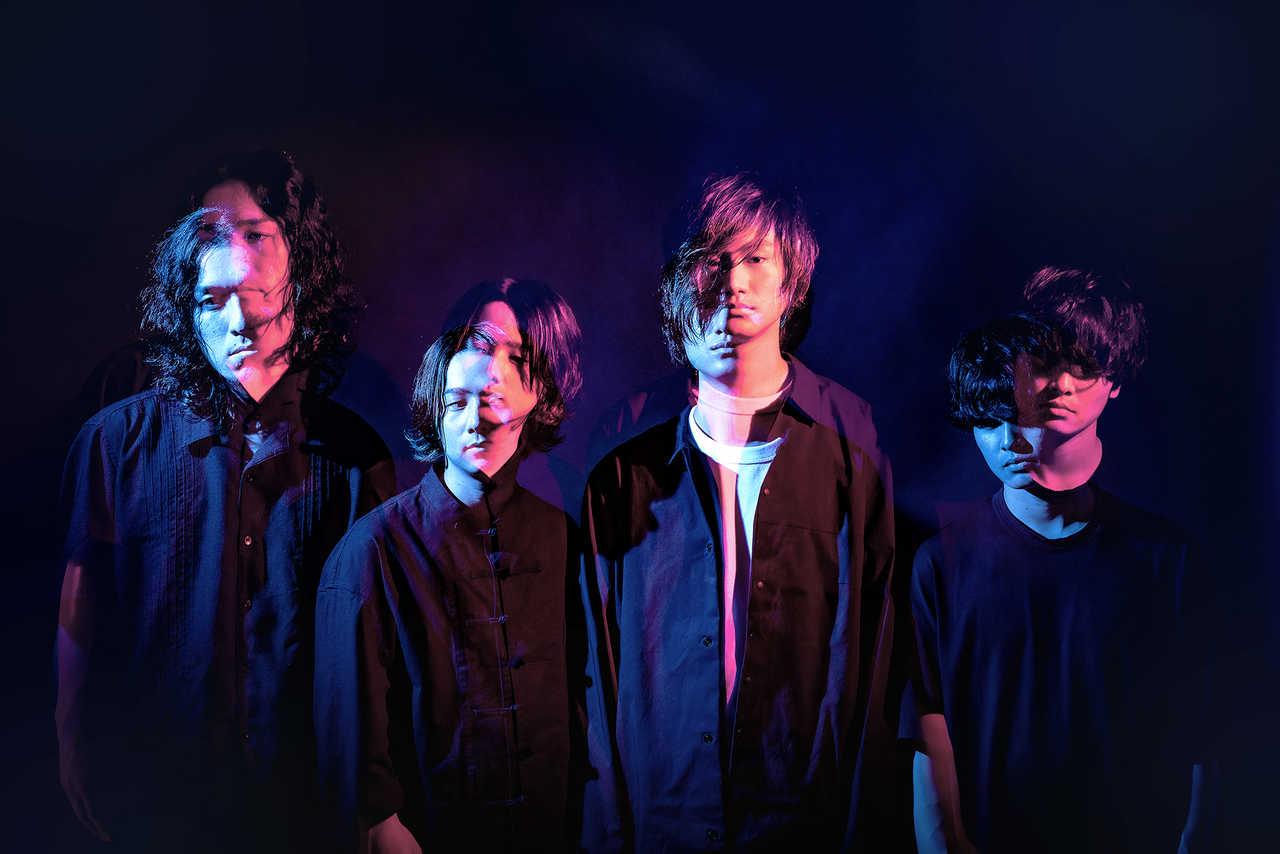 L→R 宮崎良太(Ba)、くまおかりお(Dr)、アサノ チャンジ(Vo&Gu)、岡村耕介(Gu)