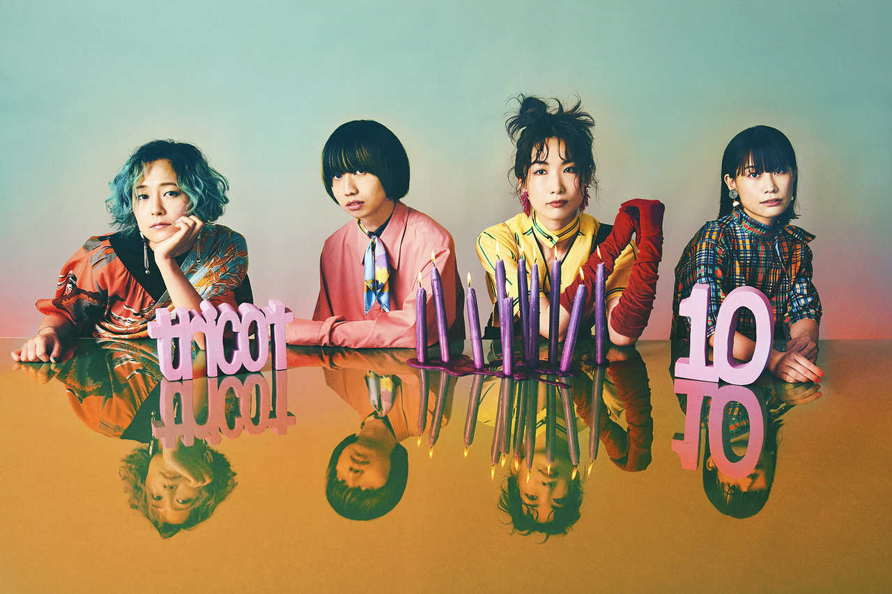 L→R キダ モティフォ(Gu&Cho)、吉田雄介(Dr)、中嶋イッキュウ(Vo&Gu)、ヒロミ・ヒロヒロ(Ba&Cho)