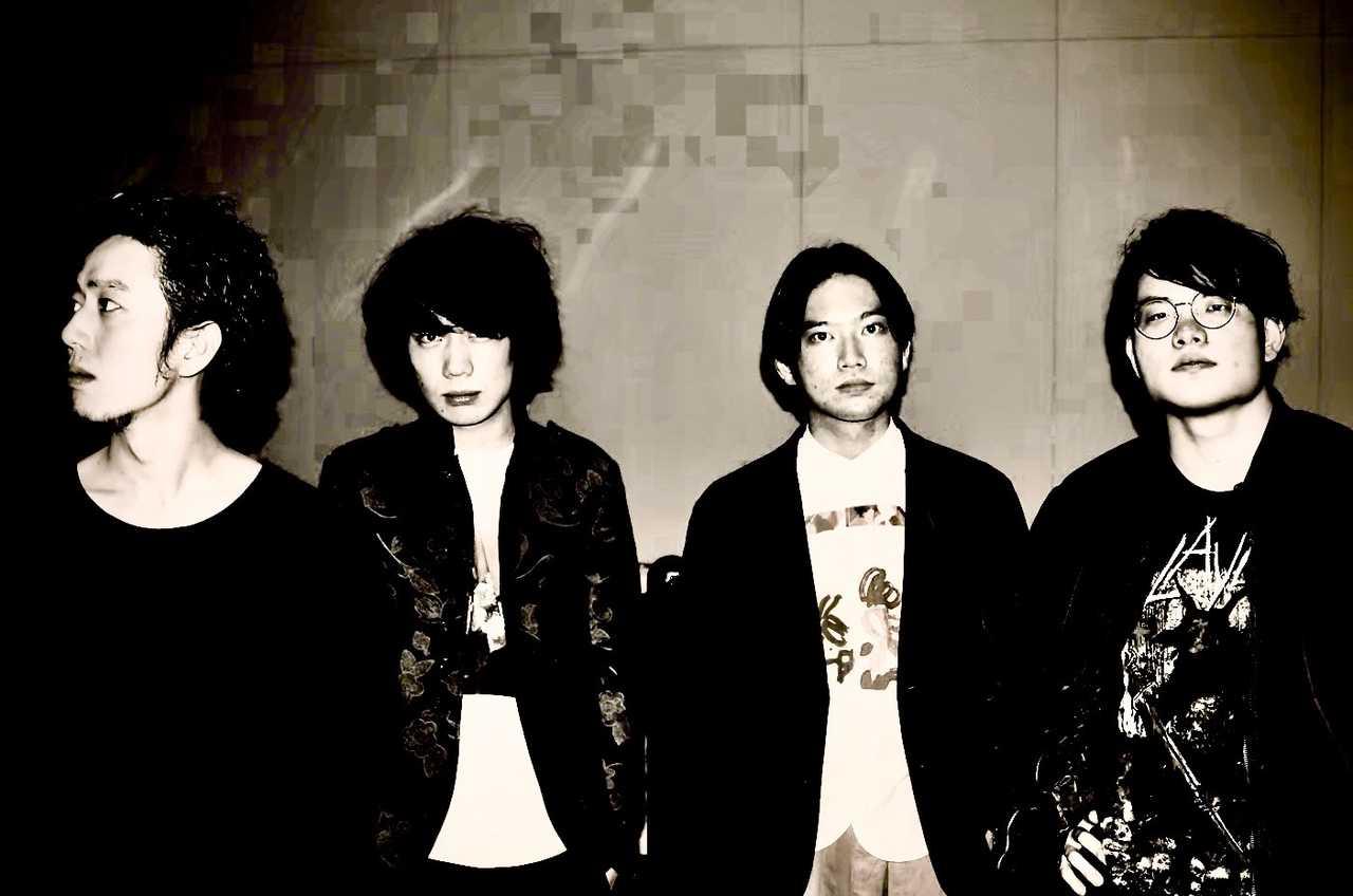 L→R 小林亮平(Ba)、緒方 良(Vo&Gu)、松丸怜吾(Dr)、大月 優(Gu)