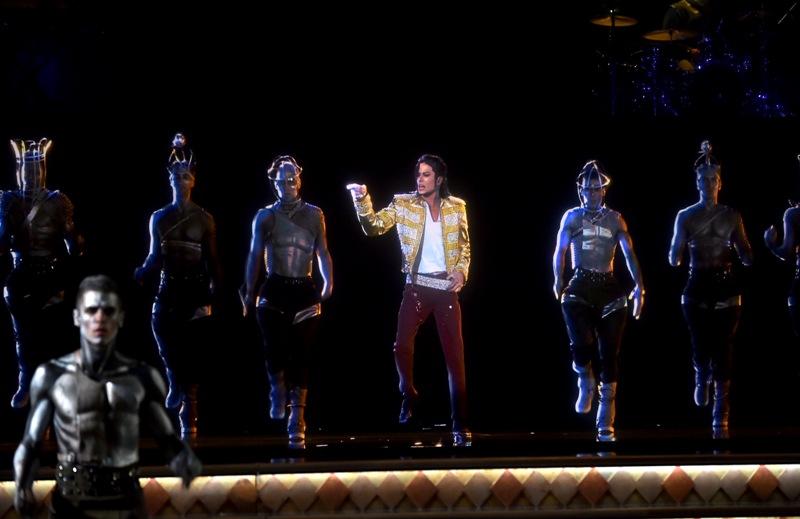 マイケル・ジャクソンが最新ホログラムで復活!