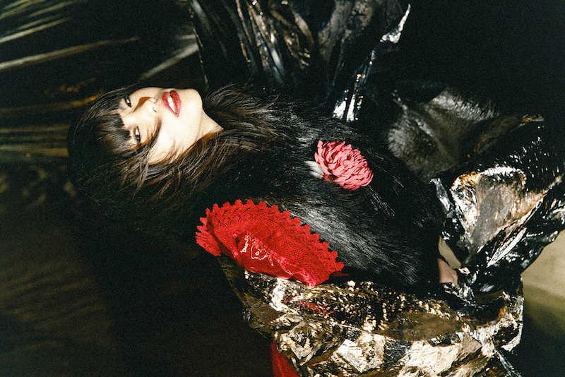 アイナ・ジ・エンド初ソロアルバム「THE END」付属CD「AiNA WORKS」の収録曲公開!