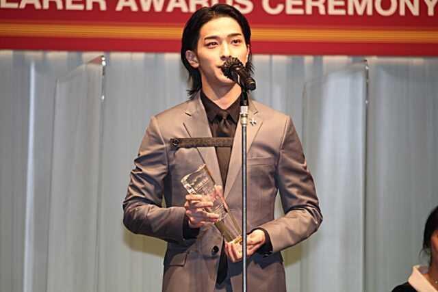 男性部門で受賞した横浜流星