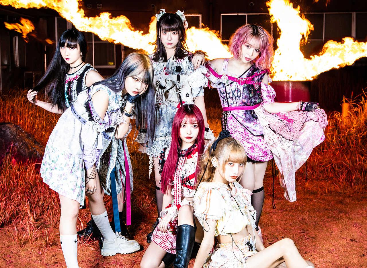 L→R 雅雀り子、香椎かてぃ、巫まろ、藍染カレン、西井万理那、大森靖子(Photo by Masayo)