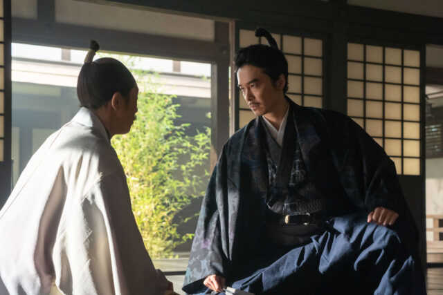 羽柴秀吉役の佐々木蔵之介(左)と明智光秀役の長谷川博己