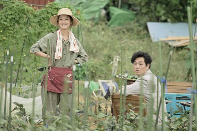 夫婦役の佐々木希(左)と井浦新 (C)テレビ朝日