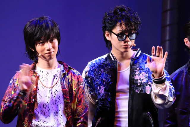 植田圭輔(左)と佐藤流司