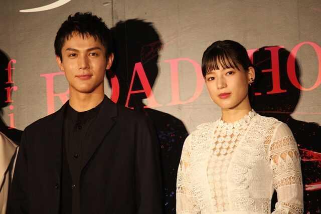 中川大志(左)と石井杏奈