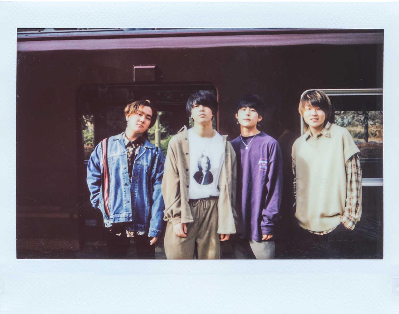 L→R 清弘陽哉(Dr)、汐田泰輝(Vo&Gu)、岩橋茅津(Gu)、中村龍人(Ba)
