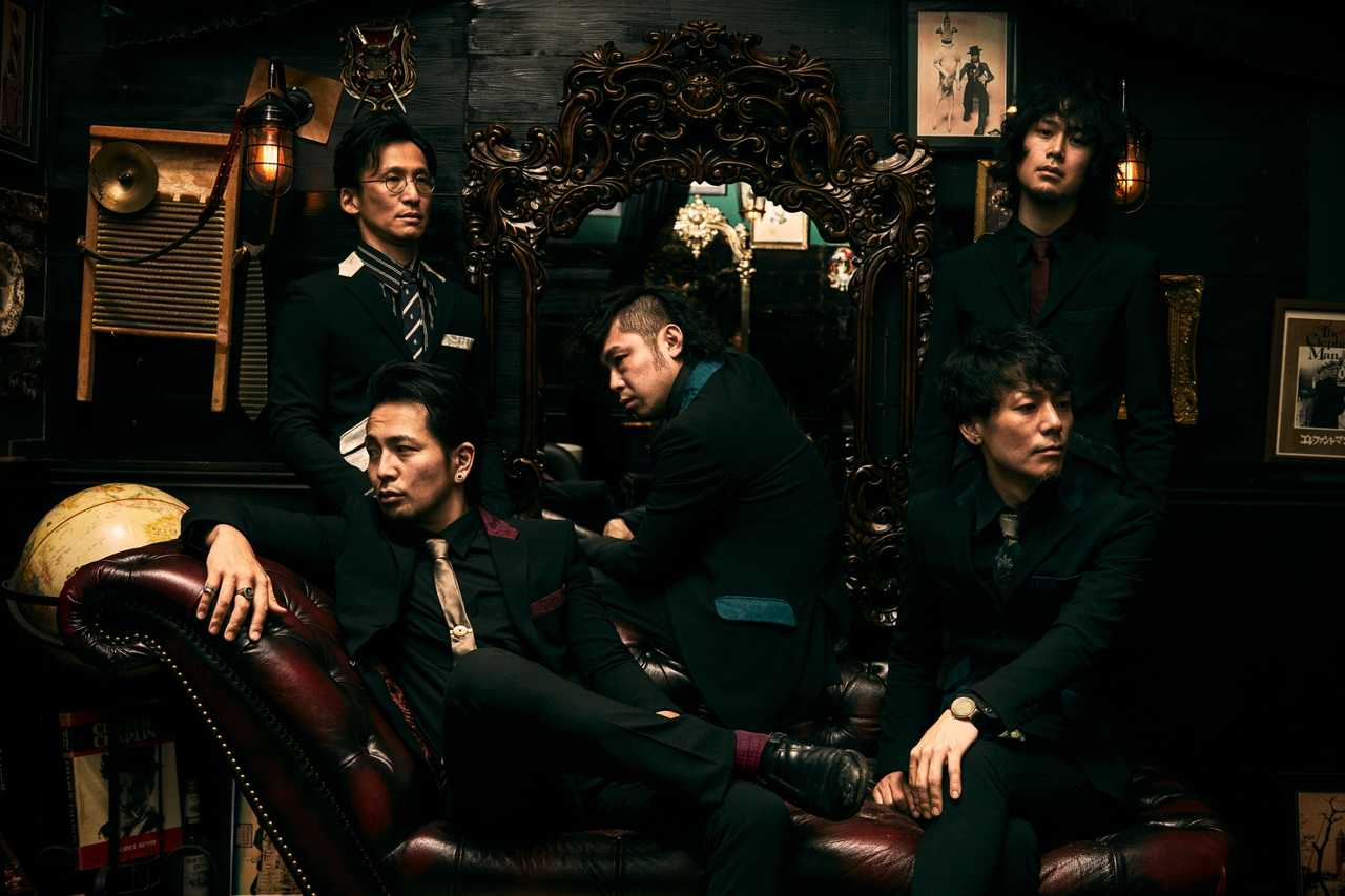 上段左から高野 玲(Dr)、奥平隆之(Gu)野村良平(Gu&Cho) /下段左から野村太一(Key&Vo)、植田大輔(Ba&Cho)