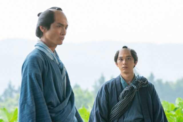 渋沢喜作役の高良健吾(左)と渋沢栄一役の吉沢亮