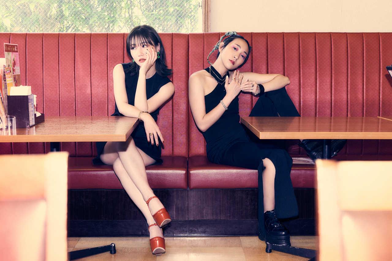 """大塚 愛×あっこゴリラ、愛の形を""""ハンバーグ""""で表現したコラボ曲「あいびき」MV公開"""
