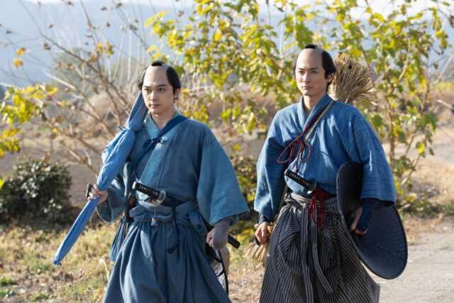 渋沢栄一役の吉沢亮(左)と渋沢喜作役の高良健吾