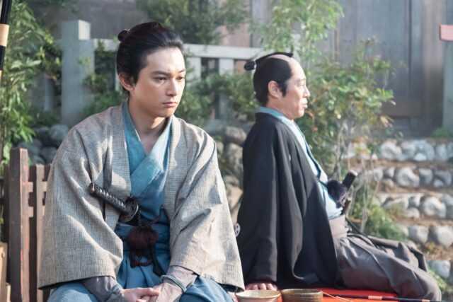 渋沢栄一役の吉沢亮(左)と平岡円四郎役の堤真一