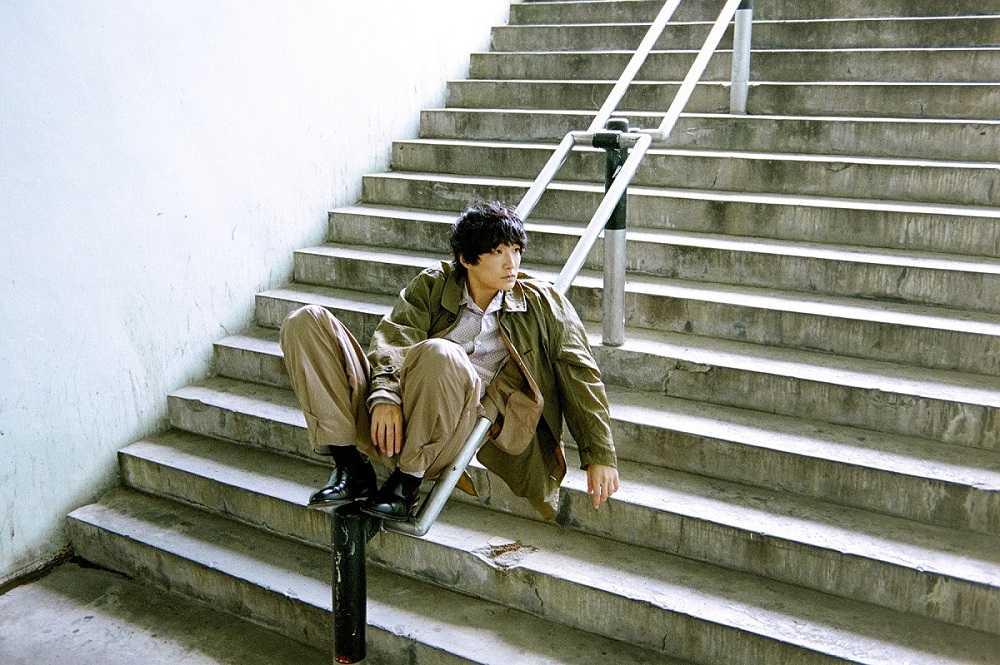 石崎ひゅーい、主題歌担当ドラマ「警視庁・捜査一課長season5」で謎の男を演じる