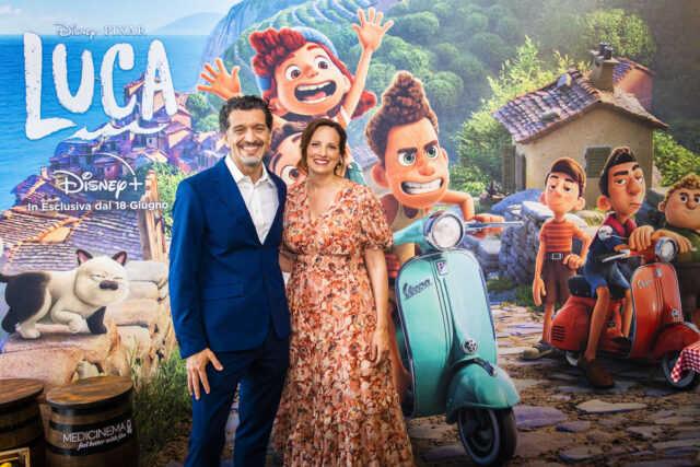 エンリコ・カサローザ監督(左)とアンドレア・ウォーレンプロデューサー (C)2021 Disney/Pixar. All Rights Reserved.