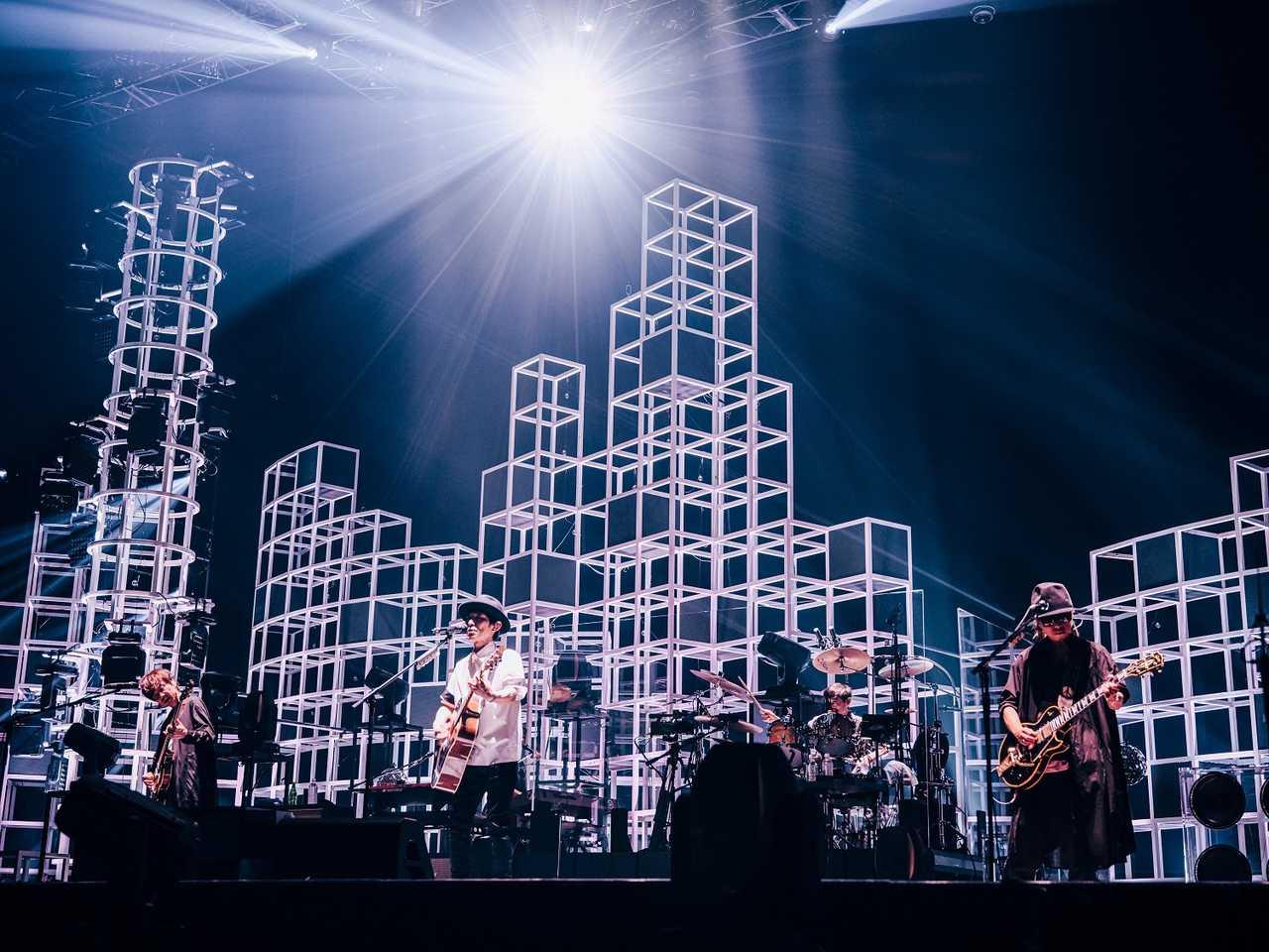 """スピッツ「SPITZ JAMBOREE TOUR 2021 """"NEW MIKKE""""」オフィシャルライブレポート"""