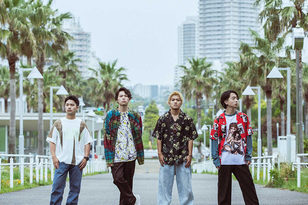 L→R 松井友哉(Ba)、Koto(Dr)、野田択也(Vo&Gu)、鮨朗(Gu)