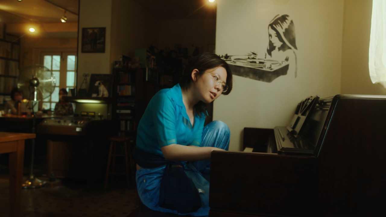 中村佳穂、細田守監督最新作『竜とそばかすの姫』劇中歌「歌よ」の弾き語りを披露