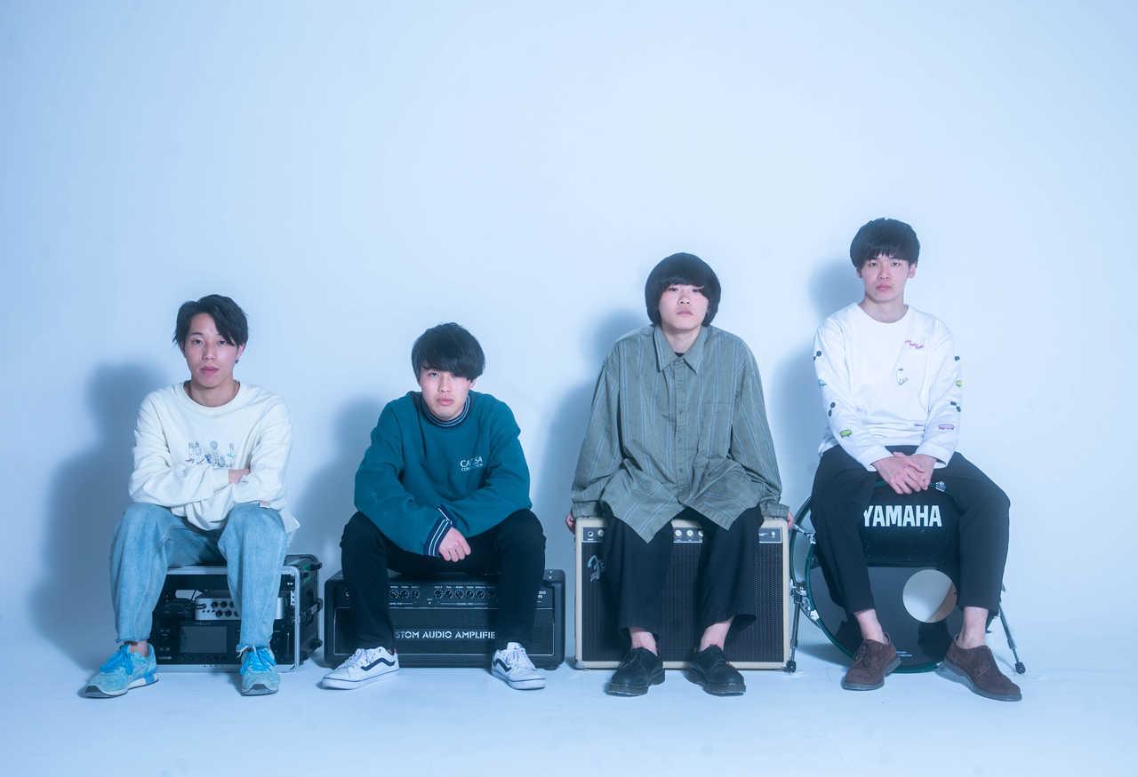 L→R すず木ひろ史(Ba)、みゃん(Gu)、ナガイレン(Vo&Gu)、石川雄太(Dr)