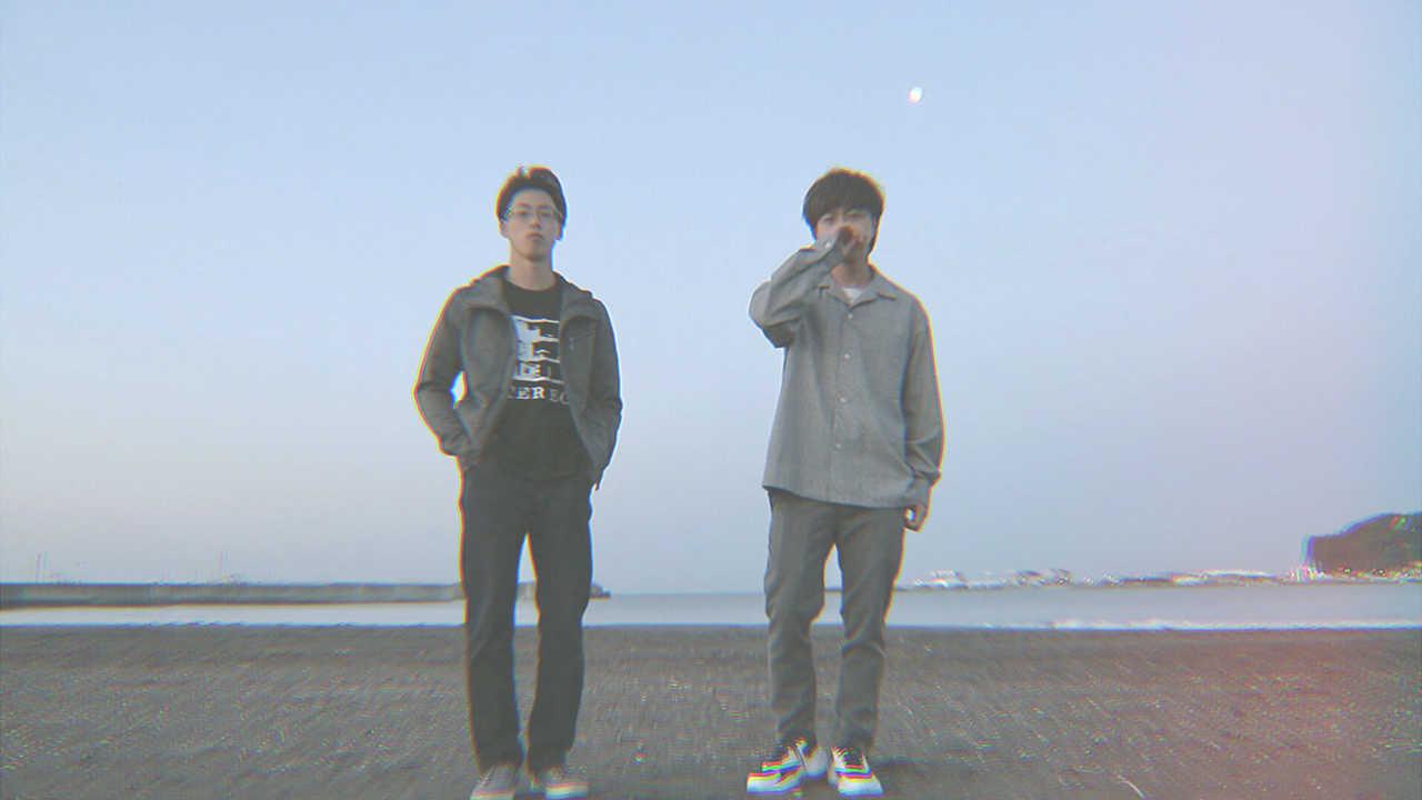L→R ユウキミツル(Dr)、ハシダヒロヤ(Vo&Gu)