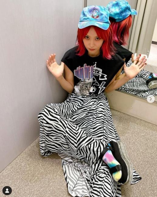 LiSA、TBSマスコット・ブーナちゃんと頬寄せ合う姿が可愛すぎるとファン歓喜!