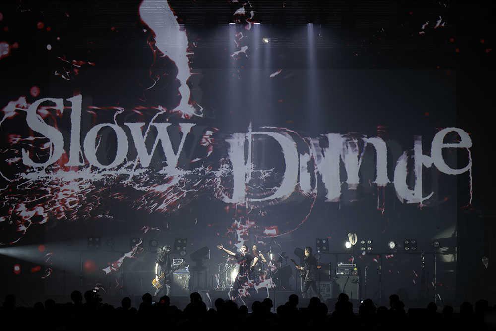 「Slow Dance」ライブ映像