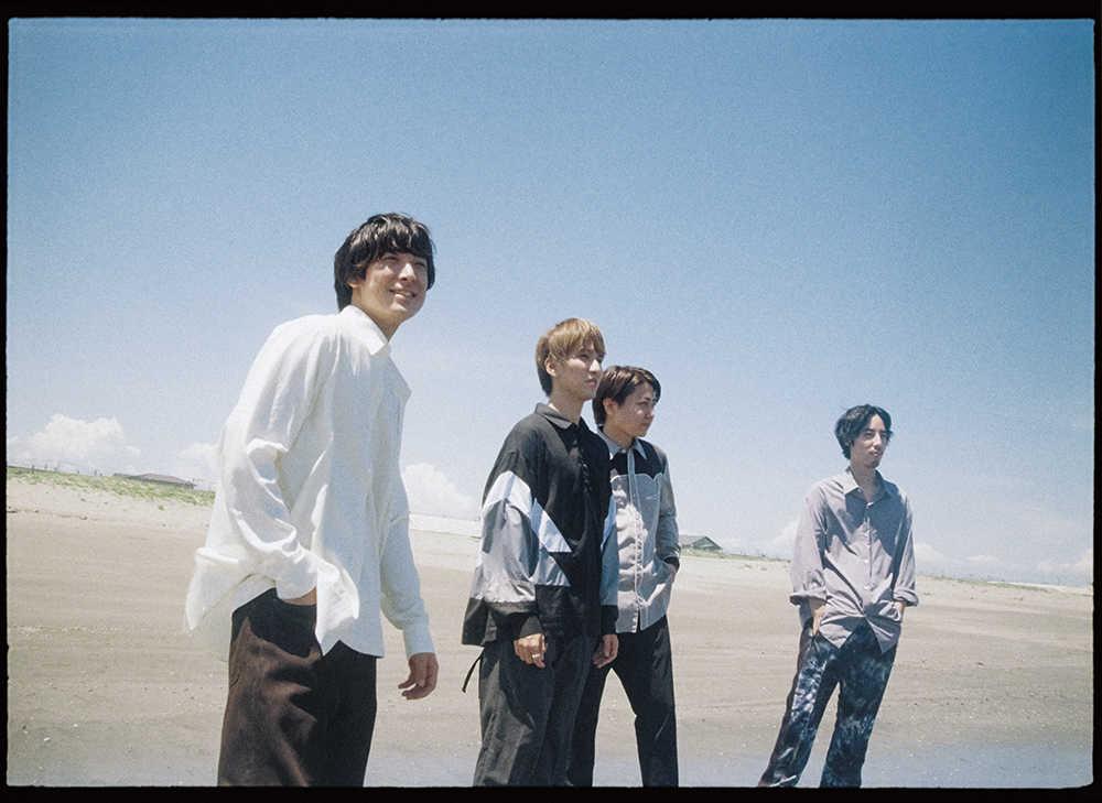 L→R 井上竜馬(Key&Vo)、木村雅人(Dr)、服部栞汰(Gu)、広瀬臣吾(Ba)