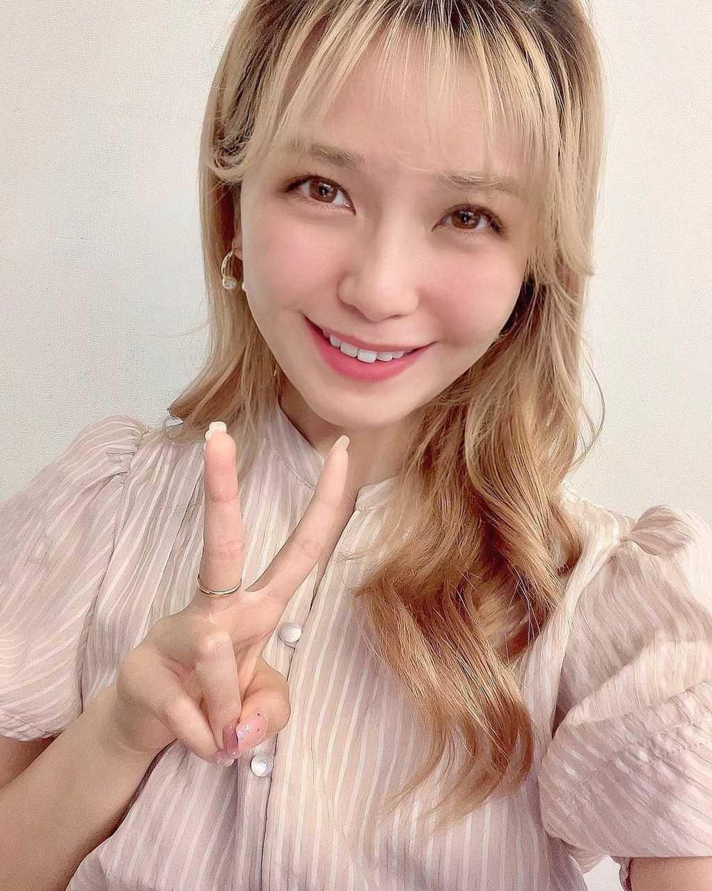 宇野実彩子、AAAの16周年を報告!メンバーとの写真にファン感動