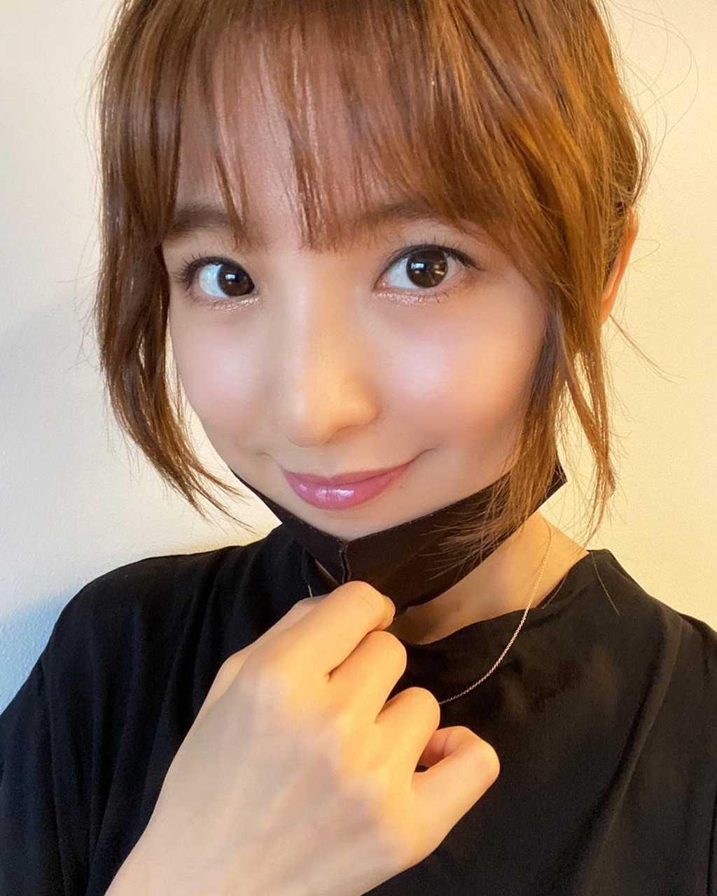 篠田麻里子・佐々木希舞台メイクでポージング!2人揃ってサザエさんヘア?!