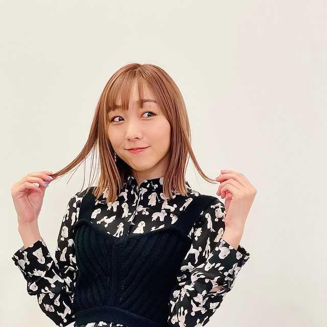 須田亜香里、見事なY字バランスを披露!変わらぬスタイルに称賛の声!