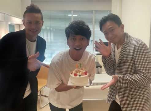 TOKIO、デビュー27周年でデビュー当時の3人を公開。髪型も服装もエモすぎる